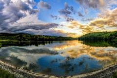 Panorama-zalaska-Sunca-nad-Sotskim-jezerom-ušuškano-pod-obroncima-Fruške-Gore-Foto-Davor-Hadžiomerović