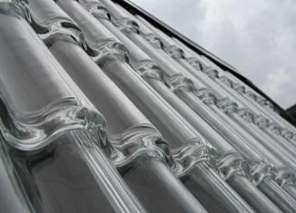 Stakleni krov za zagrevanje vode, prostorija i proizvodnju struje