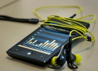 Punjenje baterije mobilnih telefona vibracijama