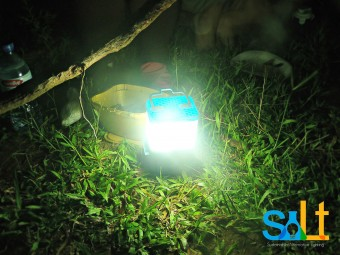 Salt-Sustainable-Alternative-Lighting-Lamp-Lipa-Aisa-Mijena-Outdoors