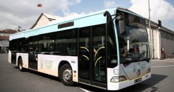 İETT, tavanındaki güneş panelleriyle ihtiyaç duyduğu elektriği karşılayan ilk otobüsünü tanıttı. (Ahmet Bolat - Anadolu Ajansı)
