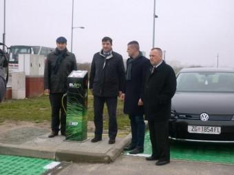 U-Osijeku-cetiri-punionice-elektricnih-vozila_image_galleria