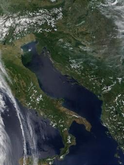 Italy.A2002138.1010.1km