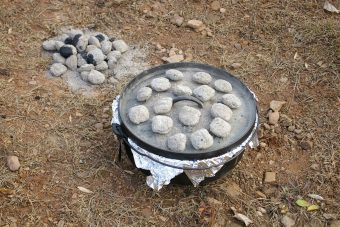 dutch-oven-with-tin-foil-and-charcoals-768x5122x